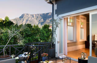 Redcliffe House – private patio with Table Mountain view